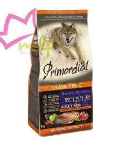 Primordial mini adulto de trucha y pato. Los piensos Primordial se basan en la alimentación natural y ancestral de nuestros perros, aportan un alto porcentaje de carne fresca, frutas y verduras. Este pienso ayuda a los perros adultos de tamaño pequeño a tener una mejor digestión y una vida más saludable. Los piensos Primordial son una equilibrada alimentación holistica sin cereales para perros de tamaño pequeño y con la combinación de la mejor carne de pato y trucha. No contiene cereales. Muy digestible y apetitoso para el paladar del perro. Posee en su formula un porcentaje del 35% de carne fresca. Ingredientes 100% naturales, de los cuales el 70% son ingredientes animales y el 30% de frutas y verduras. Alimentación holistica con hierbas medicinales muy beneficiosas para la salud. Con condroprotectores y antioxidantes naturales. Cocinado al vapor. Elaborado utilizando energías renovables. No hacen test con animales. Composición: Trucha fresca 35%, carne deshidratada de pato 25%, guisantes, patatas, grasas de pollo 10%, haboncillos, semillas de lino 2,5%, pulpa seca de remolacha, levadura de cerveza, harina de algas marinas 0,3%, fruto-oligosacaridos FOS 0,2%, derivados de la levadura MOS 0,03%, cardo mariano 0,02%, granda deshidratada 0,02%, manzana deshidratada 0,02%, fruto deshidratado de rosa canina 0,002%, glucosamina, sulfato de condroitina, extracto de romero.